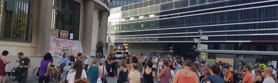 Rassemblement des bibliothécaires en grève contre le passe sanitaire devant la bibliothèque d'étude et du patrimoine, mercredi 8 septembre 2021© Séverine Cattiaux- Place Gre'net