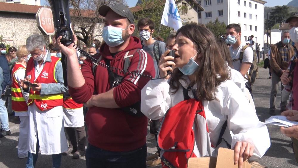 Des personnels du Chai de Saint-Égrève mobilisés lors de la venue d'Emmanuel Macron le 2 avril 2021 © Joël Kermabon - Place Gre'net