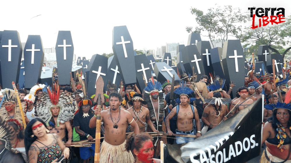 Le film Terra Libre, projeté au Club le mercredi 22 septembre 2021 en présence du cacique Ninawa, raconte la lutte menée par les peuples indigènes depuis 30 ans contre la destruction de l'Amazonie. © Planète Amazone