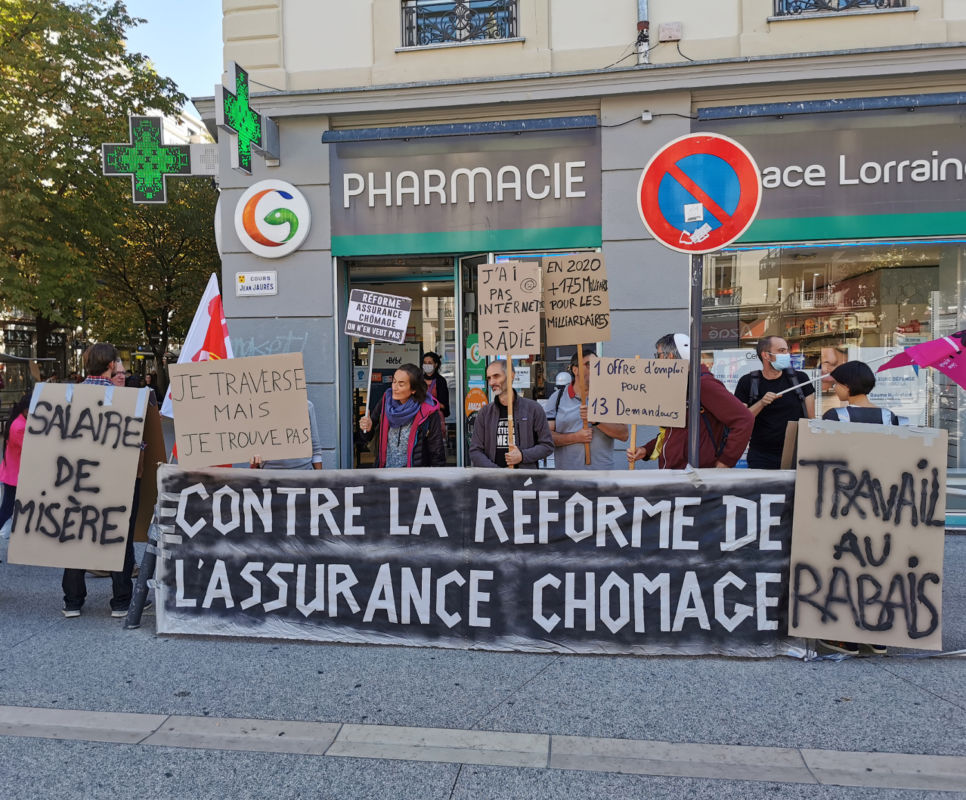 Happening à Grenoble contre la réforme de l'assurance chômage. © Joël Kermabon - Place Gre'net