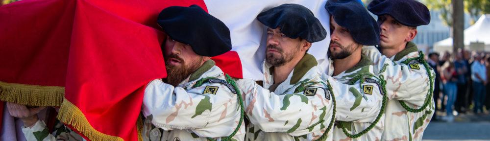 Les chasseurs alpins du 7e BCA ont rendu, jeudi 30 septembre 2021, un dernier hommage à Maxime Blasco, tué au Mali, lors d'une cérémonie organisée à la base militaire de Varces.