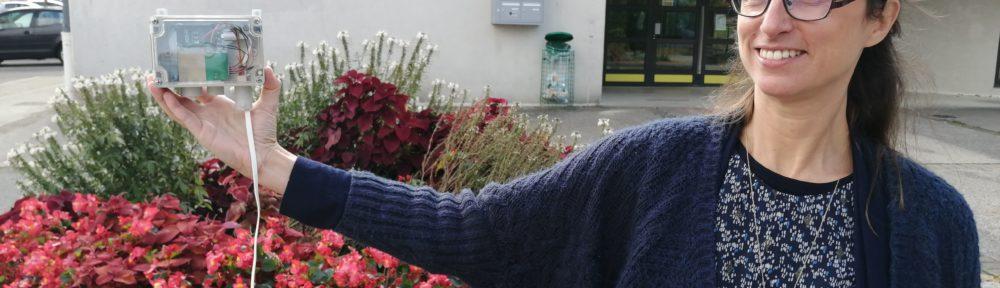 La Métropole de Grenoble et Atmo ont installé, en octobre 2021, des micro-capteurs de mesure de particules fines dans 30 communes du territoire métropolitain, comme ici à Noyarey, à l'école élémentaire Le Mûrier. © Manuel Pavard - Place Gre'net