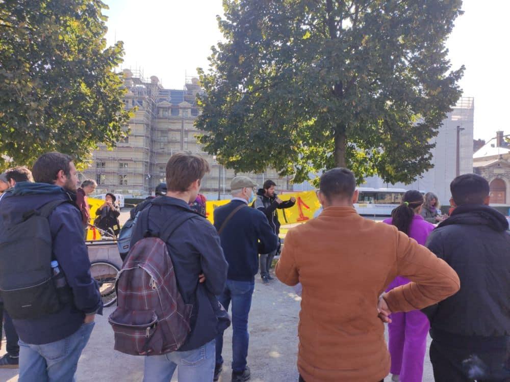 Témoignages et prises de parole devant la préfecture de l'Isère. © Florent Mathieu - Place Gre'net