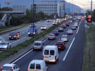 Contrepartie à l'élargissement de l'A480 dans la traversée de Grenoble, une voie réservée au covoiturage sera mise en œuvre à l'été 2020 en amont.