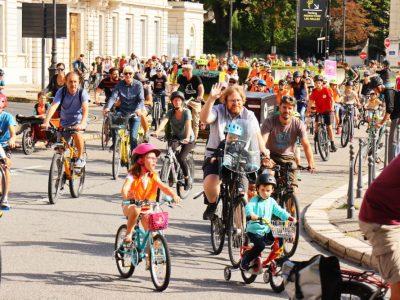 Plusieurs centaines de personnes ont participé, ce samedi 25 septembre 2021, à la deuxième Convergence Vélo, organisée par l'ADTC et Alternatiba, pour promouvoir les déplacements à vélo. © Guillaume Laget / tetras.org