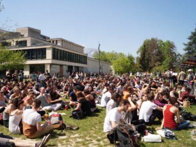 La consultation en ligne de l'Université Grenoble Alpes indique que 75 % des votants s'opposent aux blocages mais les bloqueurs ne reconnaissent pas ce vote