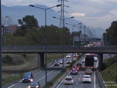 La qualité de l'air étant toujours aussi mauvaise, le dispositif est réactivé à Grenoble. Retour à la case départ et… aux limitations de vitesse.