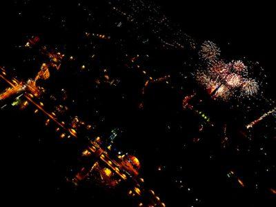 La Bastille, dimanche 14 juillet, 22h45. Durant vingt minutes, les Grenoblois ont eu les yeux rivés sur la tour Perret d'où a été tiré le feu d'artifice lors de la fête nationale. © Nils Louna