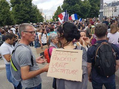COUV Forte affluence à la mobilisation contre le pass sanitaire et l'obligation vaccinale à Grenoble, ce samedi 17 juillet
