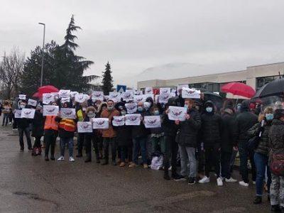 COUV Mobilisation des salariés de Tornier-Wright, mercredi 13 janvier 2021 contre le plan social voulu par Stryker Crédit CGT
