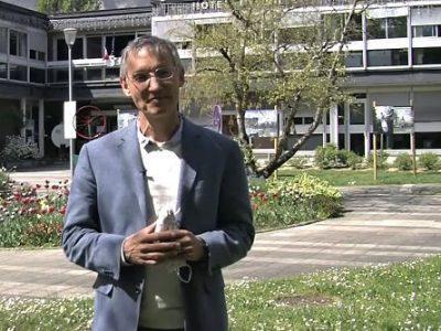 COUV Philippe Cardin, maire de Meylan devant l'Hôtel de Ville. DR
