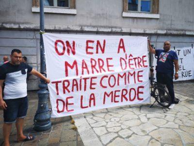 Fin de la trêve hivernale : rassemblement contre les expulsions place Notre Dame à Grenoble. © Joël Kermabon - Place Gre'net