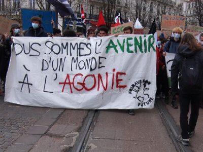 Manifestation de la jeunesse pour le climat à Grenoble. © Joël Kermabon - Place Gre'net