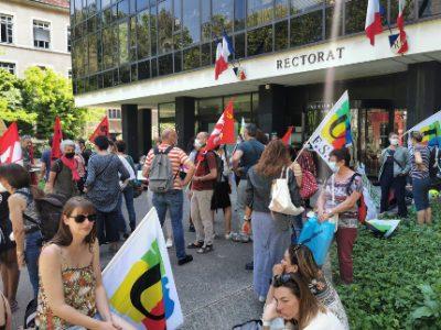 Rassemblement d'AESH devant le rectorat de Grenoble. © Joël Kermabon - Place Gre'net