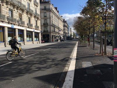 A Grenoble, le déconfinement annoncé le 11 mai passera par le vélo. Pas suffisamment renforcés, les bus et tram menacent d'être saturés.