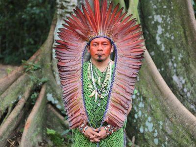 Le cacique Ninawa, chef du peuple Huni Kui au Brésil, témoignera au cinéma Le Club à l'occasion de la projection du film Terra Libre, le mercredi 22 septembre 2021. © Planète Amazone