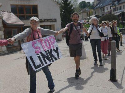 Ce samedi 5 mai 2018, une chaîne humaine à Autrans-Méaudre contre Linky. Copyright Ouiz Radio