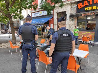 Contrôle (surprise) des pass sanitaires sur les terrasses du boulevard Gambetta à Grenoble mardi 17 août