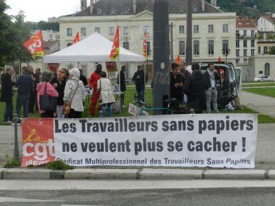 manifestation des sans-papiers à la préfecture de l'Isère