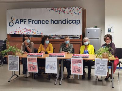 L'association APF France handicap de l'Isère organisait une conférence de presse pour pour la déconjugalisation de l'AAH ce jeudi 16 septembre à Grenoble. © Joël Kermabon - Place Gre'net