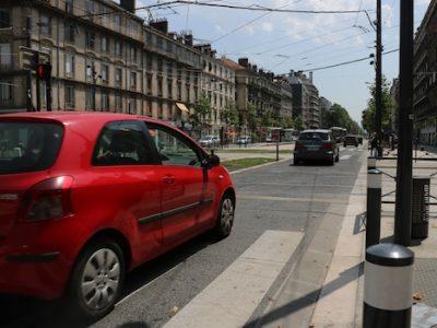 Cet automne, Grenoble expérimente l'éco-pastille automobile. Les véhicules les plus polluants ne pourront plus circuler et stationner comme bon leur semble. © Patricia Cerinsek - placegrenet.fr
