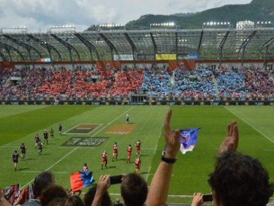 Entree-des-joueurs-de-Grenoble-et-Oyonnax-sur-la-pelouse-du-stade-des-Alpes.-©-Laurent-Genin-680x533-1