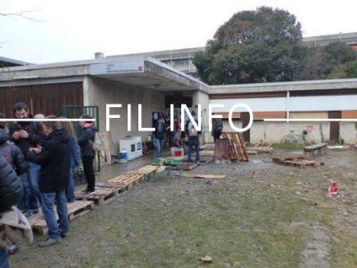 Grenoble annonce avoir livré une centaine de repas aux migrants accueillis sur le campus, et promet de nouvelles livraisons dans les jours à venir.