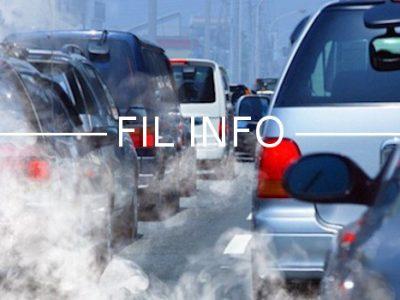 Coup d'envoides premières mesures pour réduire la pollution à l'ozone. Mais les interdictions de circulation attendront lundi et la fin du chassé-croisé...