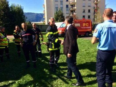 Violence aveugle ou acte politique ? L'incendie d'une caserne de gendarmerie à Grenoble a été revendiqué par les anarchistes. Sur place, la polémique enfle.