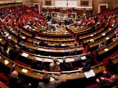 Hémicycle de l'assemblée nationale CC-BY-SA 3.0 Richard Ying et Tangui Morlier