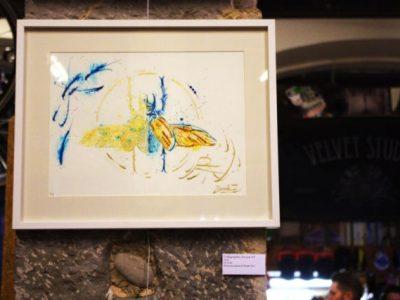 Snek allie légèreté et précision en mêlant or et encre dans ses calligraphies. © Anissa Duport-Levanti