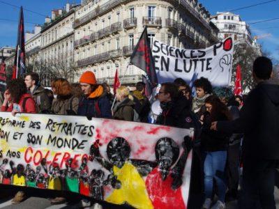 Le cortège étudiants-lycéens était encore bien présent dans la manifestation ce jeudi 20 février. © Anissa Duport-Levanti - Place Gre'net
