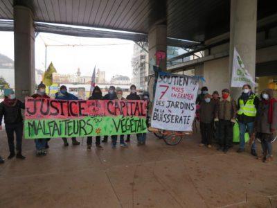 Mobilisation le vendredi 11 décembre pour défendre les 7 personnes mises en examen pour s'être introduit sur les Jardins de la Buisserate à Saint-Martin-le-Vinoux. © Tim Buisson – Place Gre'net