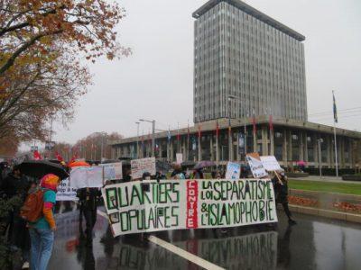 Près de 300 personnes se sont rassemblées à Grenoble pour dénoncer l'islamophobie et demander le retrait de la loi séparatisme le samedi 12 décembre. © Tim Buisson – Place Gre'net