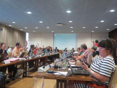 Vote du compte administratif des élus de la majorité au conseil municipal.