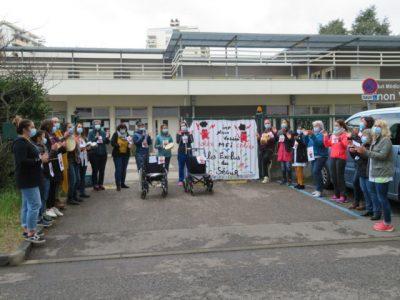 Manifestation des salariés de l'IMP Ninon Vallin pour dénoncer leur exclusion du Segur de la Santé. © Tim Buisson – Place Gre'net