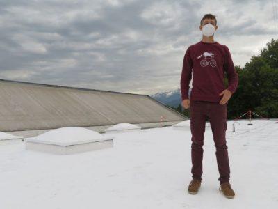 Antoine Baskou, le porteur du projet sur le toit de La Bifurk. © Tim Buisson - Place Gre'net.