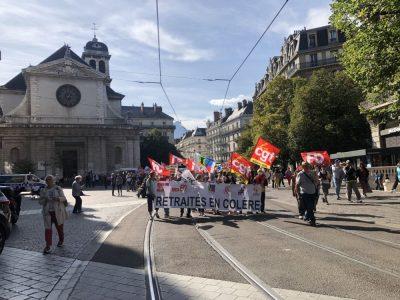 Le cortège de retraité.e.s est parti de la rue Félix Poulat vers la Préfecture © Laure Gicquel - Place Gre'net