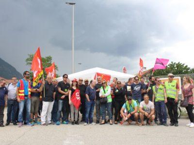 Ce mardi, des employés de la Plateforme Industrielle Courrier de l'Isère (PIC, anciennement appelée centre de tri postal) étaient en grève. En cause : la direction du centre a annoncé le départ vers Lyon de 16% du trafic de cette Pic. Les salariés craignent à terme une fermeture.