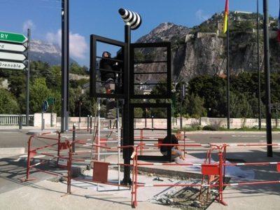 Installation panneaux Vox Place Hubert Dubedout Grenoble FM UNE