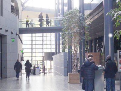 Salle des pas perdus du tribunal de Grenoble. © Véronique Magnin – Place Gre'net