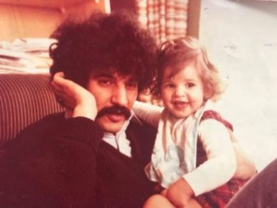 Khaled Melhaa avec dans ses bras sa fille Amel. Crédit Photo : Compte Twitter Amel Melhaa