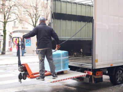 Les véhicules de livraison les plus polluants seront interdits dans dix communes autour de Grenoble dès le 2 mai. Une interdiction amenée à s'accélérer.