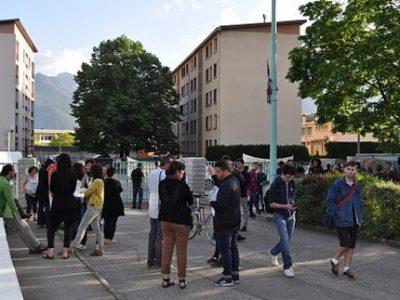 Lycée Roger-Deschaux UNE