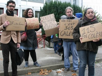À l'occasion de leur manifestation devant la DDCS mardi 8 novembre, les salariés du 115 ont reçu le soutien d'une cinquantaine de militants grenoblois.