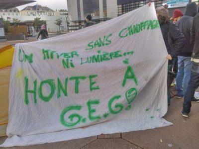 Des militants de plusieurs collectifs étaient présents mercredi 15 novembre devant GEG pour dénoncer les coupures d'électricité et la précarité énergétique.
