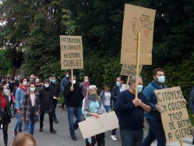 Manifestation à Gières pour sauver la maison Besserve et s'opposer à un projet de construction de logements