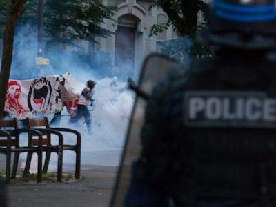 Emmanuel Macron à peine élu, entre 200 et 300 Grenoblois sont descendus dans la rue. Premiers tours de chauffe avant dispersion par les forces de l'ordre…