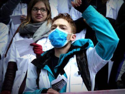 Alors que la Région débloque un fonds d'urgence, le CHU de Grenoble émet un document pour confectionner son propre masque en tissu.