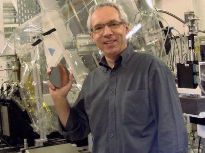 Les chercheurs, dont A. Manceau (CNRS/UGA) ont utilisé la lumière du synchroton européen pour analyser un cheveu humain. Et remonter le fil de l'origine de la contamination au mercure